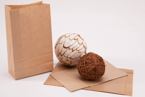 Paper bag with square bottom